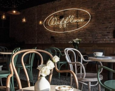 Wafflove Senatorska – projekt wnętrza kawiarni, lodziarni i miejsca z waflami belgijskimi w jednym